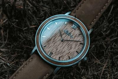 Unisexové hodinky Leat walnut s koženým řemínkem