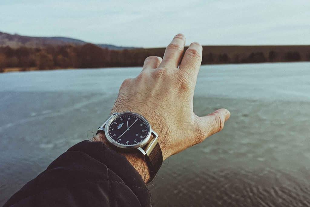 Dřevěné hodinky Woowa Sapp Santal se safírovým sklem