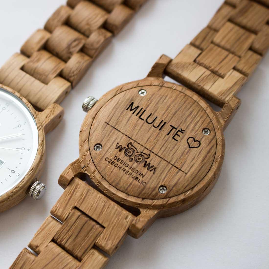 Dřevěné hodinky gravírování